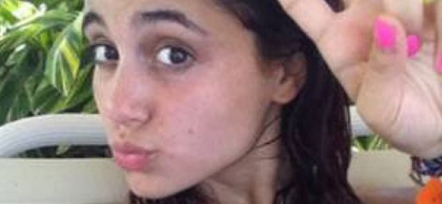 Ariana Grande soprende sin maquillaje
