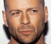 Bruce Willis demandado por manchar una alfombra.