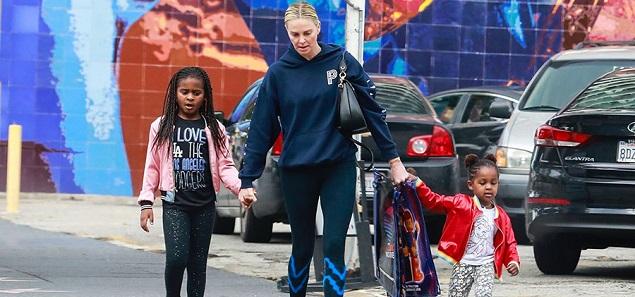 Charlize Theron revela la sexualidad de su hija