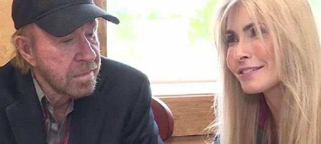 Chuck Norris demanda por 10 millones a compañías farmacéuticas: ''envenenaron a mi esposa''
