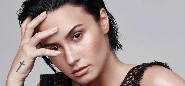 Demi Lovato habla con sus fans