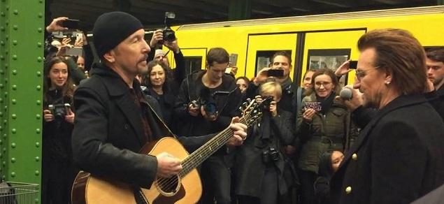 Después de New York, U2 enloquece a una mutitud en el metro de Berlín