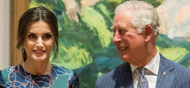 El príncipe Carlos seducido por Letizia de España en la National Gallery.