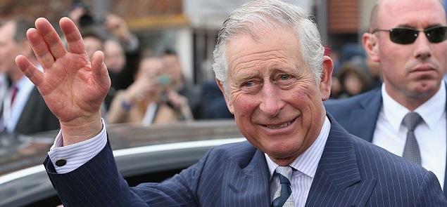 El príncipe Carlos termina con su aislamiento