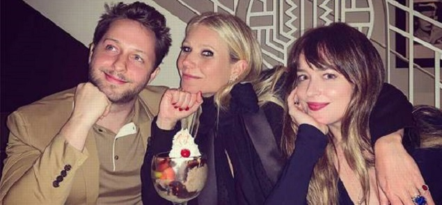 Gwyneth Paltrow cena con Dakota Johnson, la novia de su ex Chris Martin