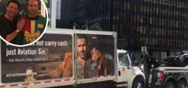 Hugh Jackman se burla de la ginebra de Ryan Reynolds
