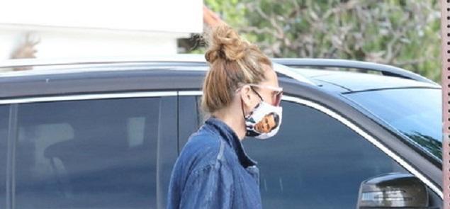 Julia Roberts va de compras con Barack Obama ... impreso en su mascarilla anti Covid-19