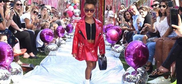 La hija de Kim Kardashian inició oficialmente su carrera como modelo...