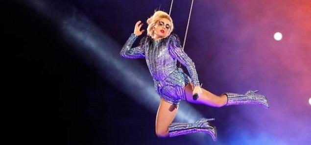 Lady Gaga embruja a la audiencia con su actuación en el Super Bowl 2017