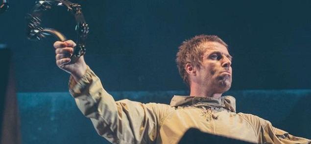 Liam Gallagher contacta a una fan lesionada durante su show