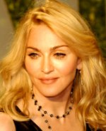 Detienen a un bombero por adorar a Madonna.