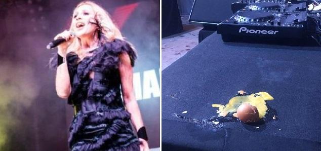 Marta Sanchez fue forzada a huir de un escenario