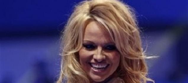 Pamela Anderson sigue evadiendo impuestos