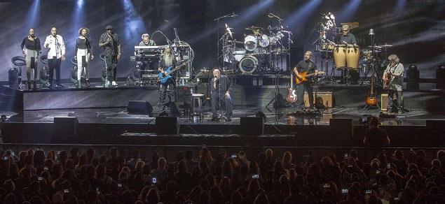 Phil Collins, de vuelta al escenario: pero canta sentado en una silla