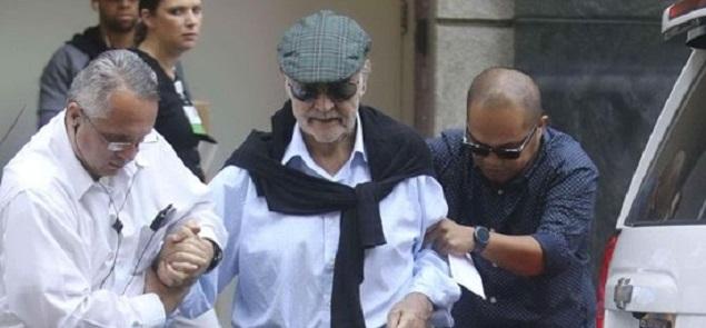 Sean Connery con dificultades para caminar
