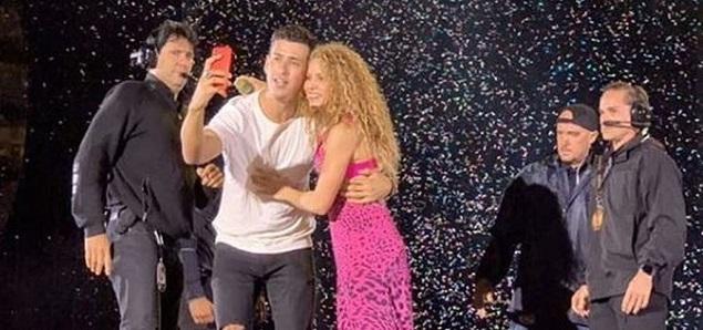Shakira defiende a un fan