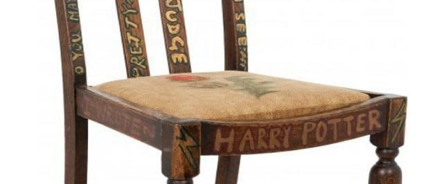 Subastada en $ 394 mil, la silla de JK Rowling