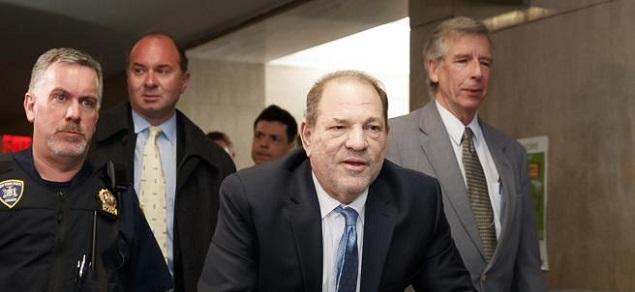 Weinstein fue declarado culpable de agresión sexual y violación. Enfrenta hasta 25 años de prisión